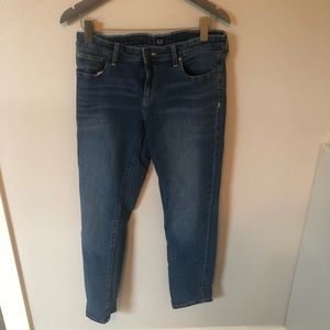 Gap Jeans in Strait Leg Fit-size 28